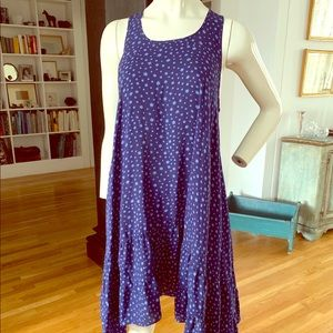 Creature of comfort perfect summer stars dress!